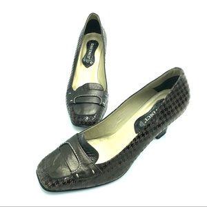 "Davinci Slip on Heeled Loafers, Size 6"", EUC"
